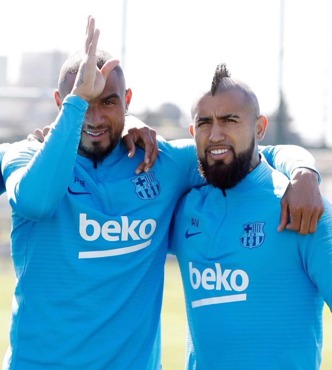 Even if you will wear the wrong colors of Milano 😜😜😜 Mucha suerte Hermano!! 👑 @kingarturo23 https://t.co/SdZZYpTEQX