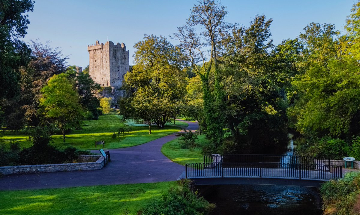 The walk towards Blarney Castle! No matter what time of year it is always one of my favourites! #purecorkwelcomes #purecork #blarneycastleandgardens #staycation #staylocal #makeabreakforit #castle #cork #ireland #history #gardens #photooftheday https://t.co/8FxCraxIeH