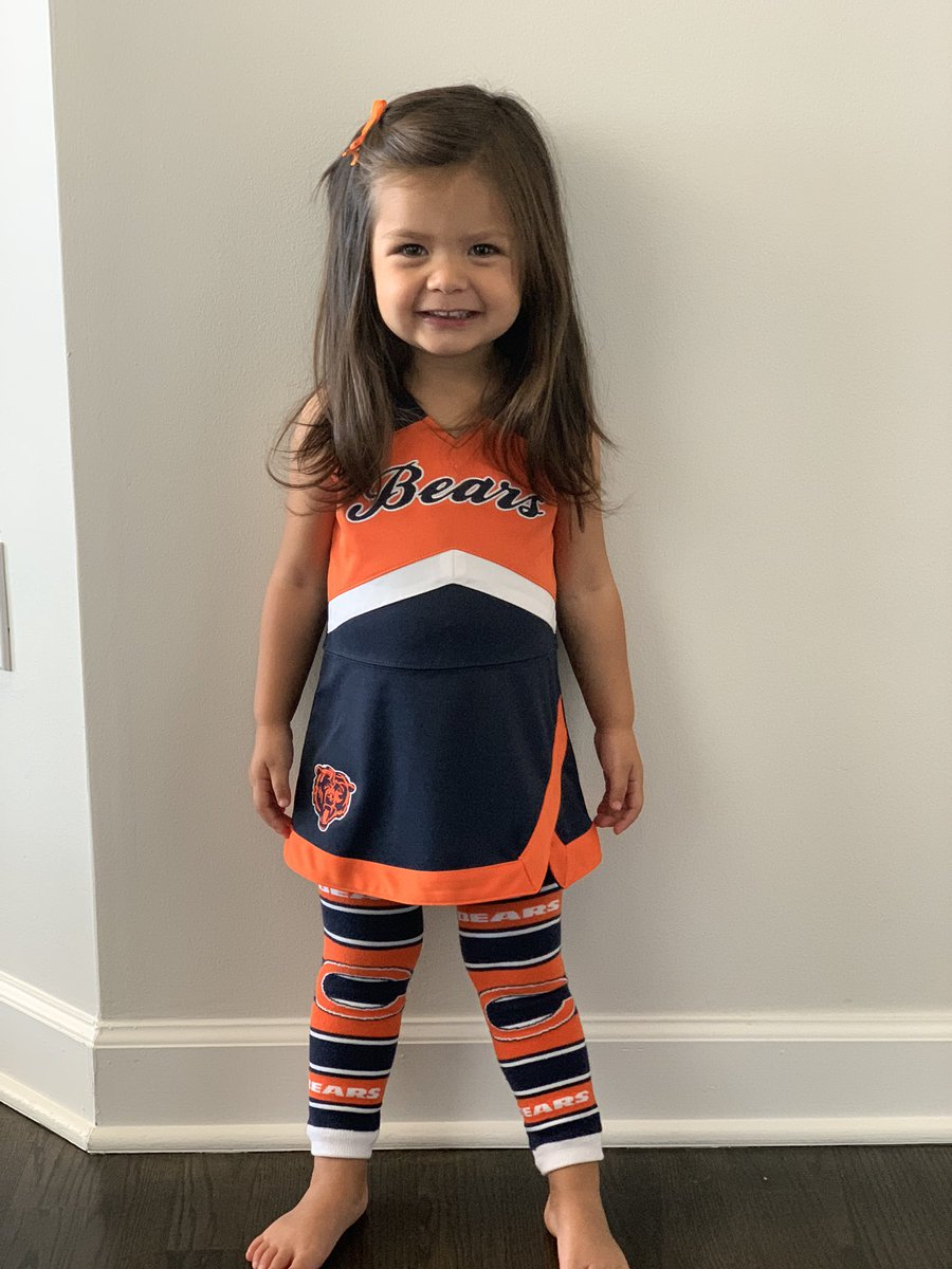 Gia is ready for a Bears winner against the Giants, are you? She'll be watching Bears Postgame LIVE after game on Channel 50 @ChicagoBears @JimMiller_NFL @BigAntHerron https://t.co/PanuK0LP26