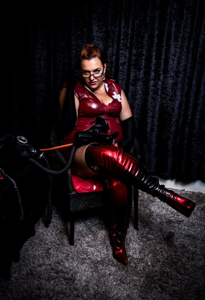 #Femdom fantasies with a #Mistress at PANDEMOS Mistress Gia of Sheffield pandemos.net/yorkshire (Pic: @Giovanasolenti )