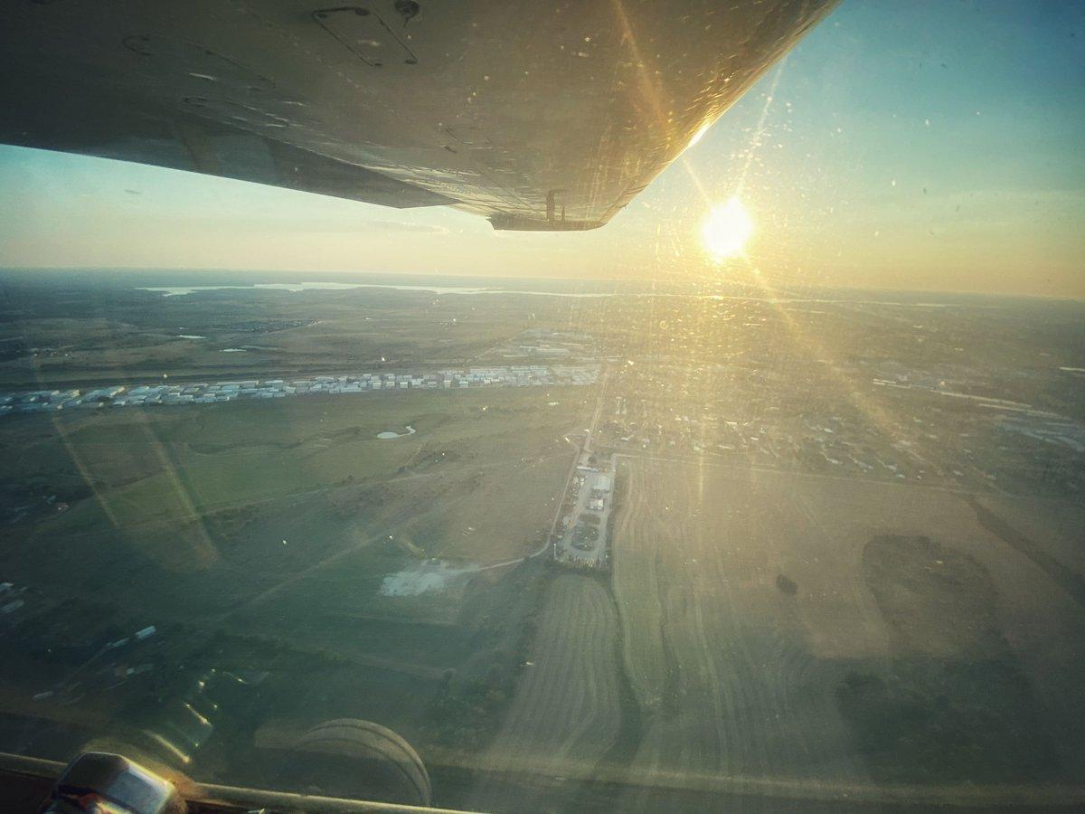 Hicks at sunset🌅  . . . @pilotchristy #airport #sunsetsunday #hicksairport  #pilot #pilotlife #pilots #piloteyes #aviation #aviationlovers #AviationPhotography #aviationgeek #aviationdaily #aviation4u #aviationlife #AviationLover #AviationEnthusiast #aviationgoals https://t.co/rzgZ3BqAyk