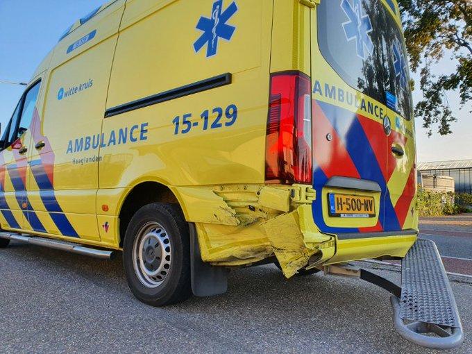 Flinke aanrijding geweest aan de Pettendijk te Maasdijk. Auto/Ambulance https://t.co/twbceKx8Yk