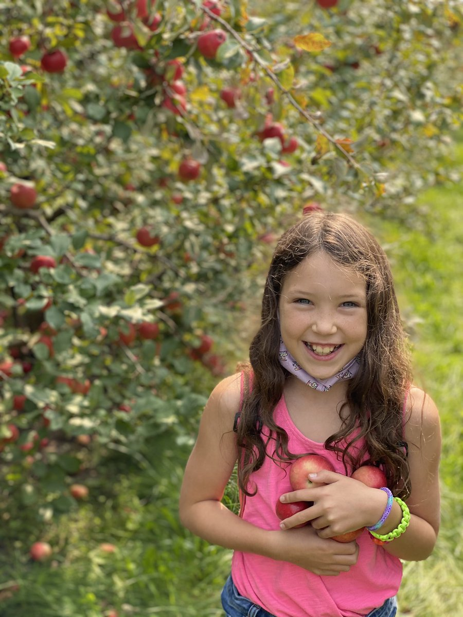 Favorite Fall activity with my oldest.  #pickinapples #honeycrisp https://t.co/obCHBntQmS