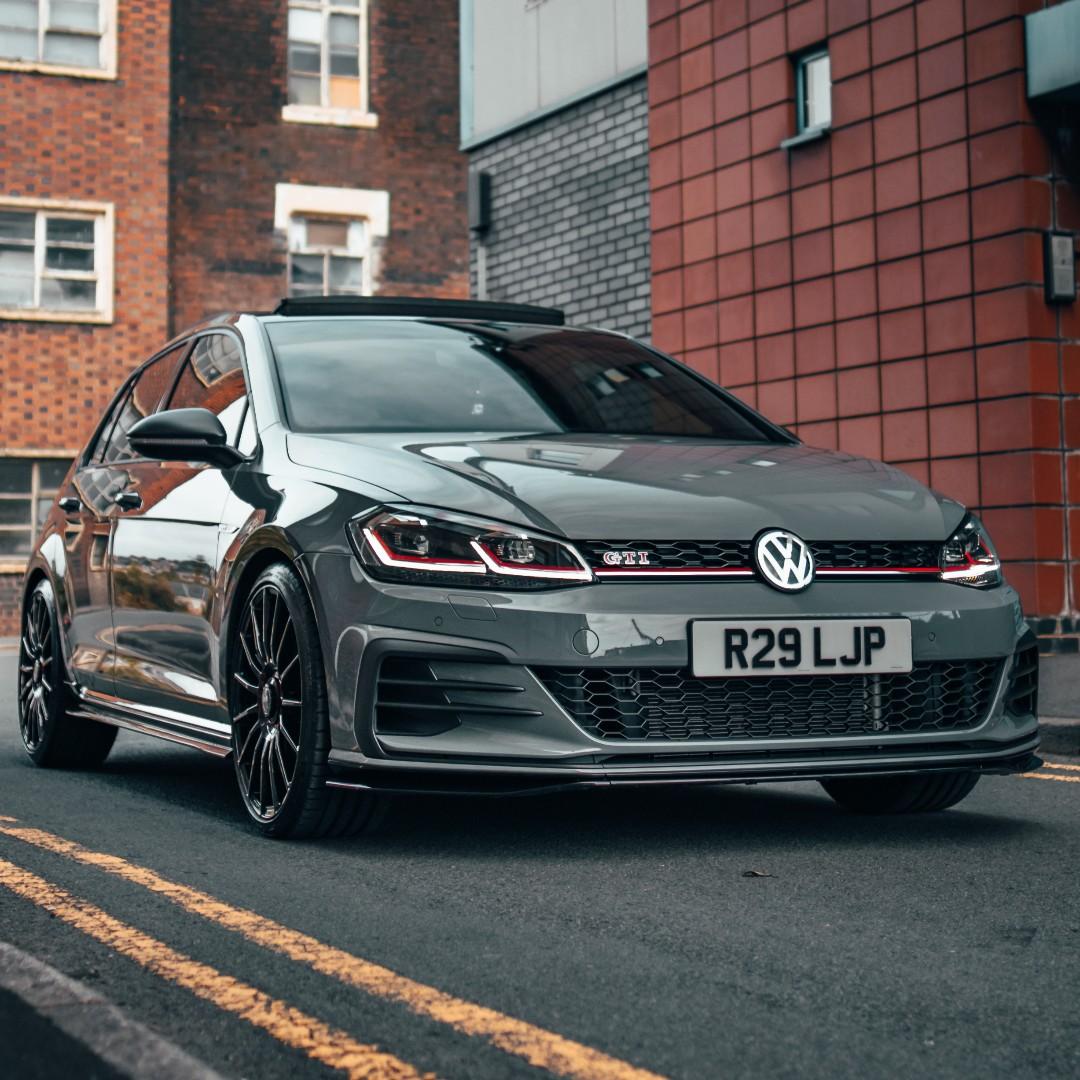 En cuántos segundos crees que podrvías enloquecer por un #VWGolfGTI 😎? ¡Gracias por la foto Volkswagentcr y AlexG_media! • ¿Quieres que compartamos tu mejor foto, obra o ilustración de Volkswagen? ¡Envíanosla por privado! 📲 https://t.co/MJOo2QGr3o