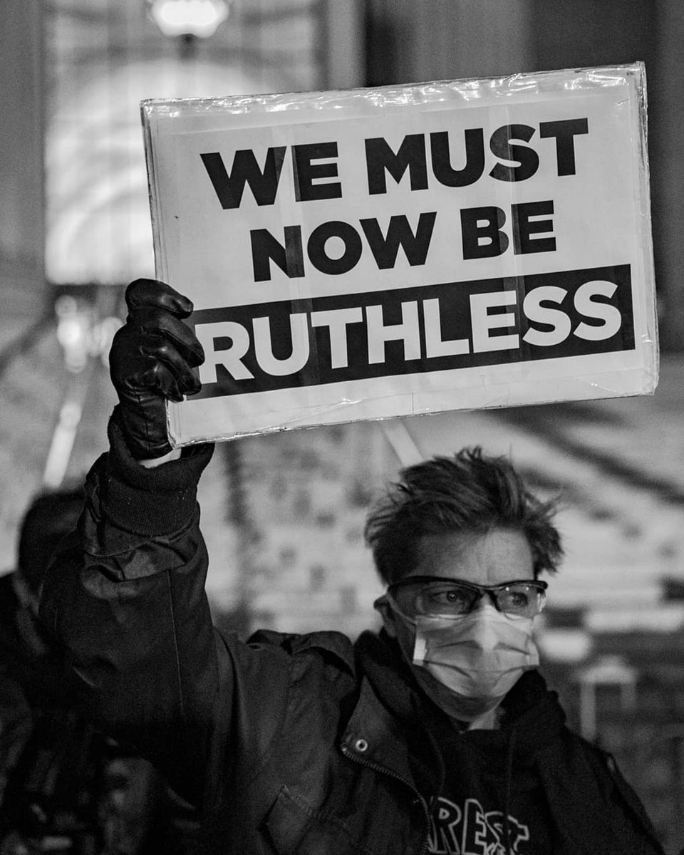 no question, the best sign from last night. 📸 @eframphoto ✊ #RBG #RuthBaderGinsburg #RIPRBG #NotoriousRBG #SupremeCourt #SCOTUS https://t.co/Fzk1UaVvfA