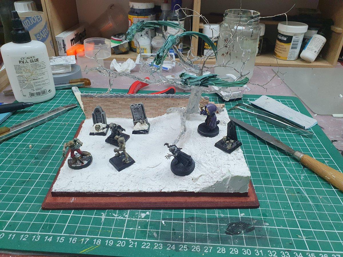 A diorama I am working on.  #spreadthehobbylove #ISoBL #miniatures #paintingminis #miniaturepainter #modelpainter #paintingminiatures #fantasy #citadel @Goblins_Mordor#lifeneedspaintstolive https://t.co/dHyEZp2XKI
