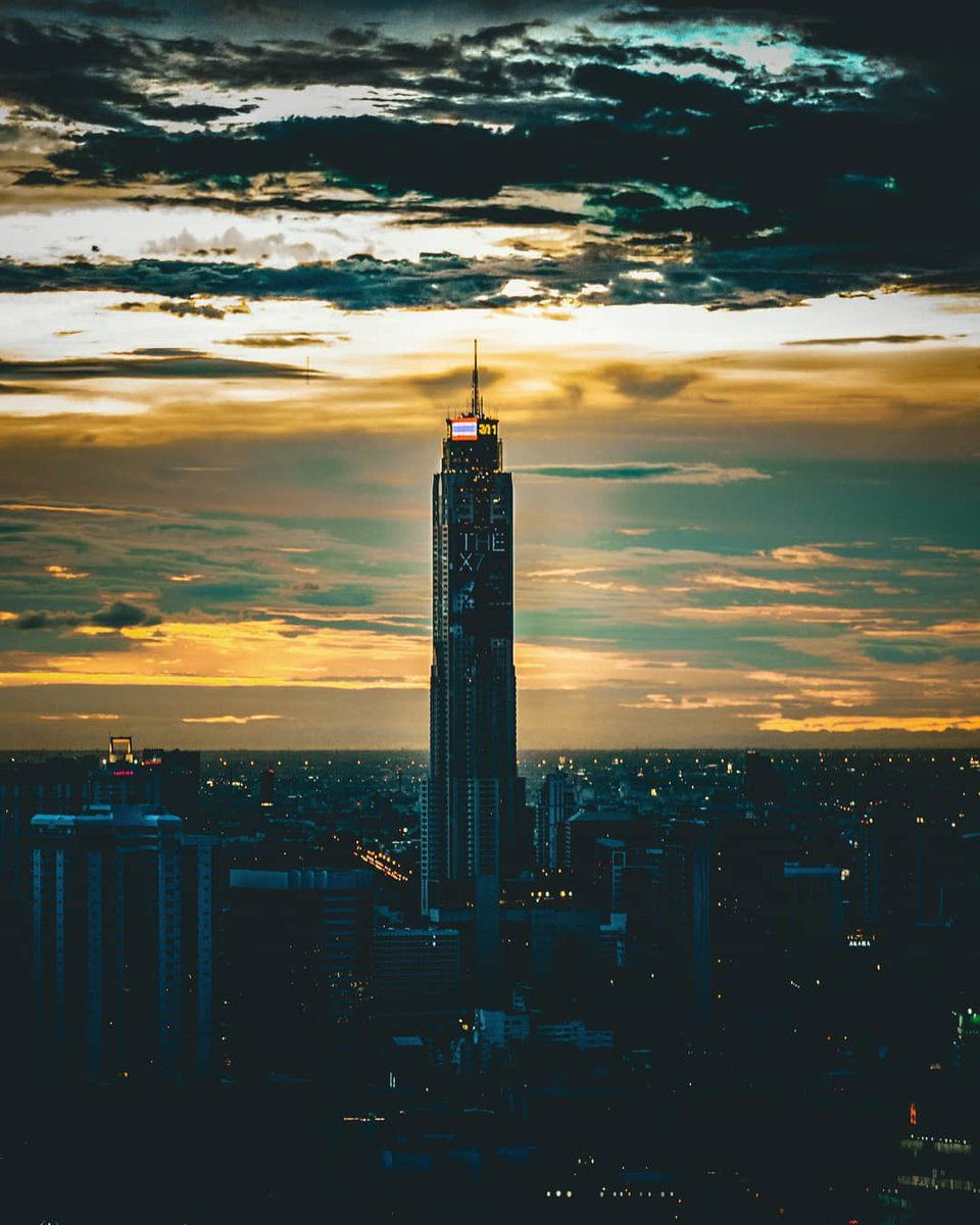 Significant buildings of Bangkok  📍Name (Captured from)  1) Baiyoke Sky (ESSE Asoke condo); 2) State Tower (The Room Rama 4); 3) Kasikorn Bank headquarter (ISSI condo); 4) King Power Mahanakhon (Dusit Thani hotel).  #bangkok #Thailand #กรุงเทพ #бангкок https://t.co/M6tou5crey