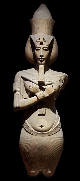 Do you know that this statue will stay at the #Egyptian_Museum? #Colossal Statue of #Akhenaten His features are presented in the typical style of the #Amarna period, with narrow slanting eyes, a long thin face, and thick lips. The New Kingdom, ca. 1353-1336 BC. JE 49529 https://t.co/fA9WjO9ndF