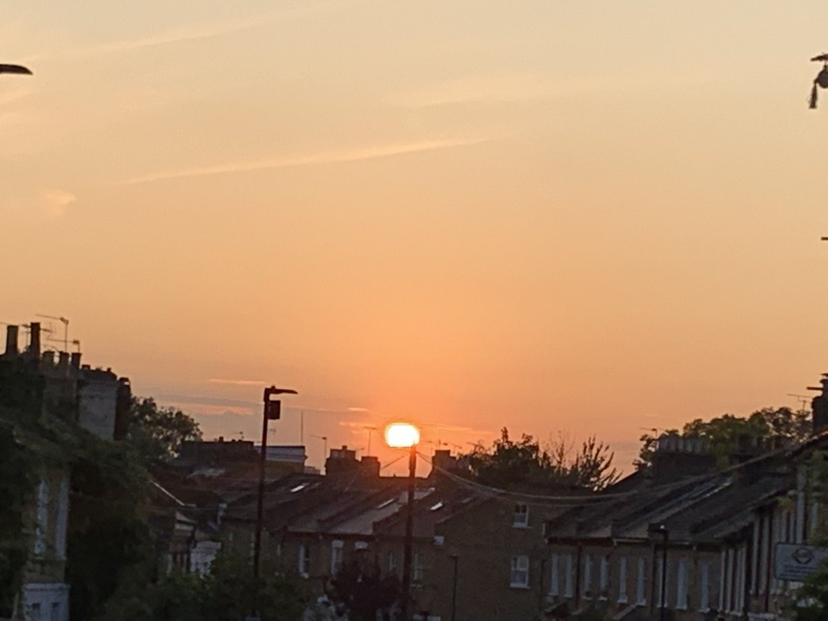 What a beautiful sunset we had over Clapham today https://t.co/uOrdgZP1D2