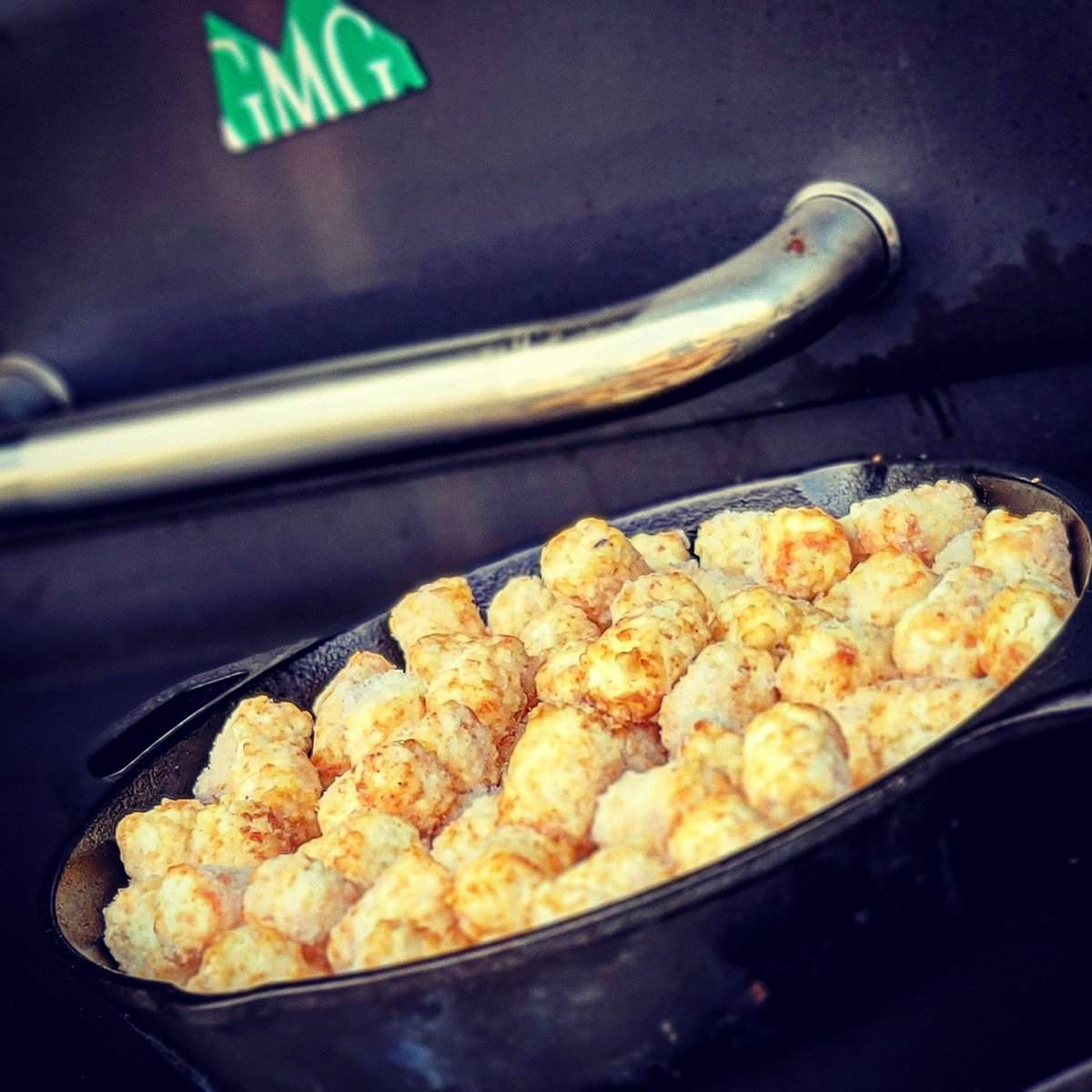 Tater tots in the @LodgeCastIron goin on the @GMGrills Daniel Boone baby!  @Chiefs baby!    #RubSumLUV #bbqlife #bbqfamily #bbqnation #kcgrillingco #gmg #gmgnation #tatertots #lodge #chiefskingdom https://t.co/4IQkS8ksR5