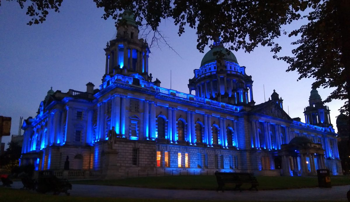 Belfast City Hall looks brilliant all lit up blue to mark #WorldAlzheimersDay tomorrow :) People living with #dementia across @belfastcc will appreciate this and so too will all those who completed a #MemoryWalk today. #UnitedAgainstDementia pic credit to @EdelleMcMahon @AlzSocNI https://t.co/Hcoxv0R8VD