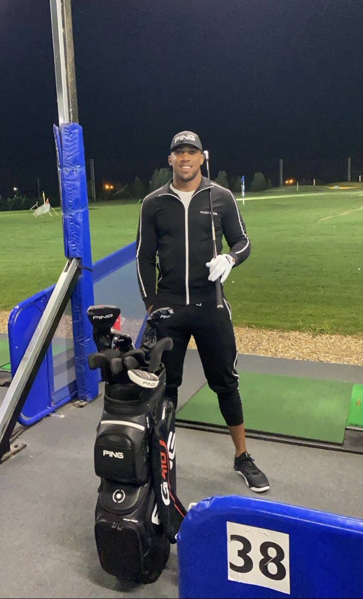 Where are my golfers at? I need some lesssssssssons famalam! My teks is shocking 🙃😂 @PINGTourEurope https://t.co/krw0rWMvtq