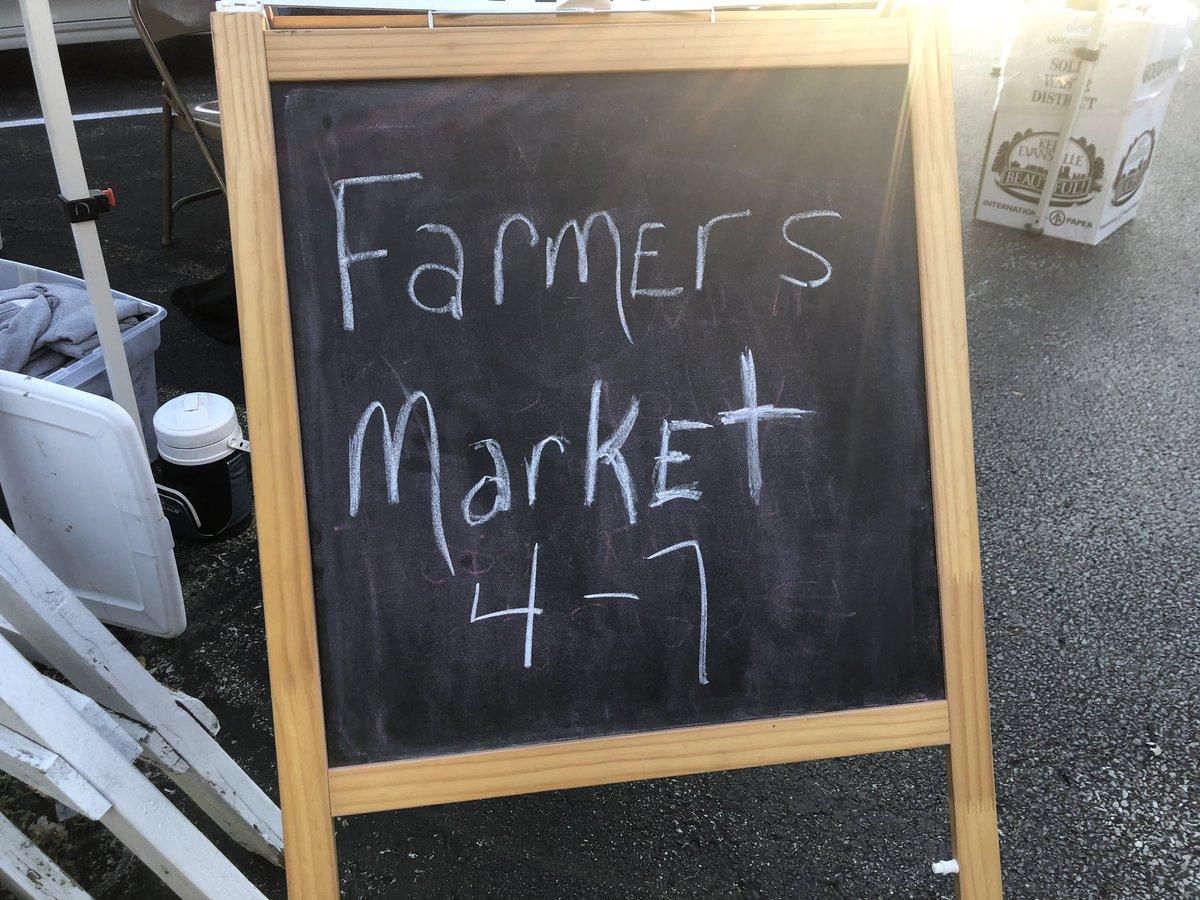 Loved #FoodTruckFriday @MarketNewburgh @HistoNewburgh and my new shirt! @BryceHa56564587 https://t.co/cACLX0Di3u
