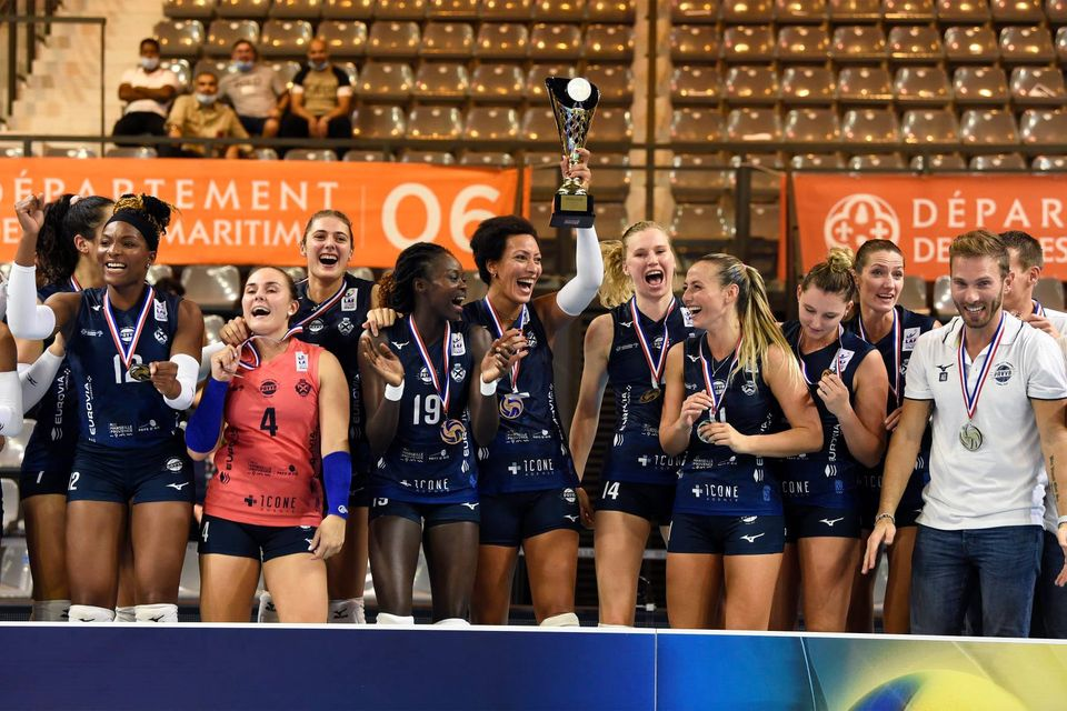 .@Pavvb lift the trophy in the French Cup again after 3 years  https://t.co/LxSwRNIRZ6  #volleyball #CDFVolley #CoupedeFrance https://t.co/PLbzrn5exV