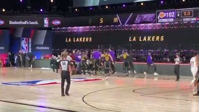 Courtside view of AD's game-winner 🤯 https://t.co/sJRTpJfnYD