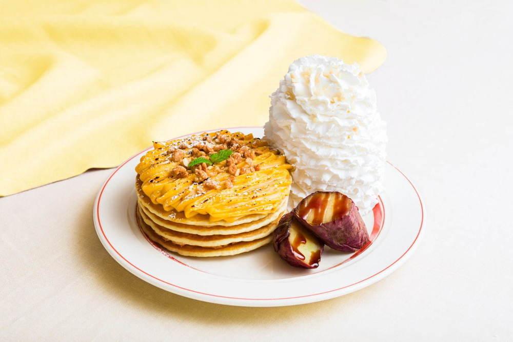 """エッグスンシングス秋限定パンケーキ、芳醇な""""安納芋""""スイートクリーム&紅はるかをトッピング -"""