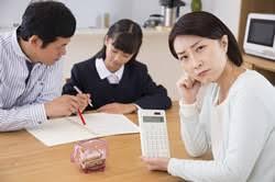 菅内閣の閣僚で高卒は、身を削ってオリンピックに出続けた橋本聖子氏一人だけである。誰もが国務大臣を目指しているわけではないが、こんな事例を見せつけられると親は子に高額の奨学金(利付ローン)を背負わせても大学へ進学させようと思うだろう。 https://t.co/wBoWechjMh