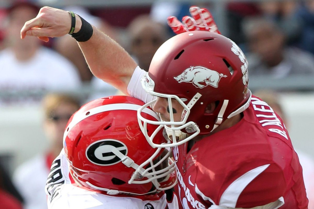 #UGA opens as a 24.5-point favorite over Arkansas in Fayetteville.  Since the late-1940s, the most Georgia has been favored on the road vs. an SEC team:  26—at Kentucky, 2012 25—at Vanderbilt, 2003 24.5—at Tennessee, 2019 24—at Kentucky, 2004 https://t.co/LfKTBdEazE