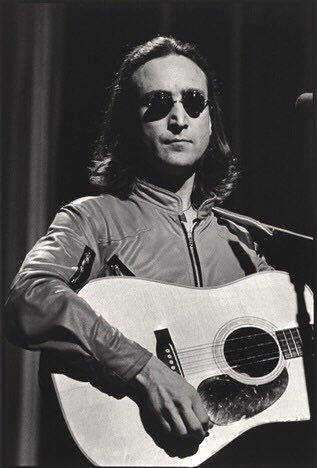 John Lennon by Allan Tannenbaum 1980.  #JohnLennon 🎸 https://t.co/5tiAhABi3n