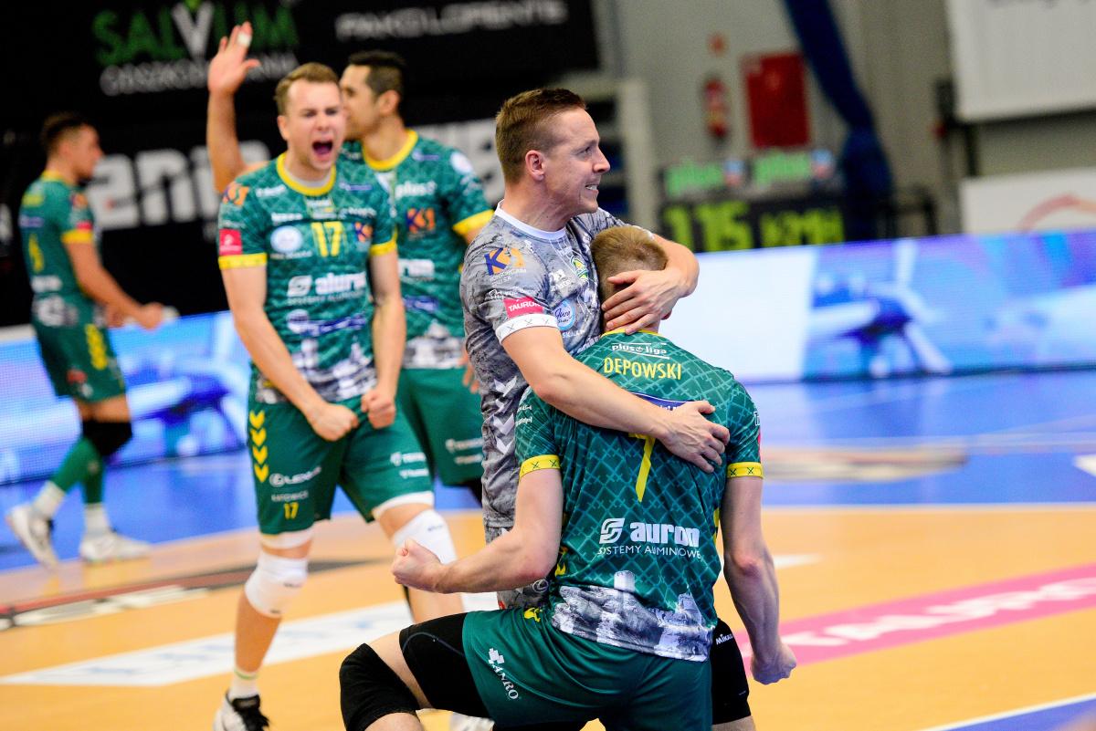 Polonia: Il Warta Zawiercie sorprende il Belchatow, il Gdansk debutta travolgendo il Radom https://t.co/7SNSxGNwJr #Volleyballit #pallavolo #volleyball https://t.co/NURSv2PlLJ