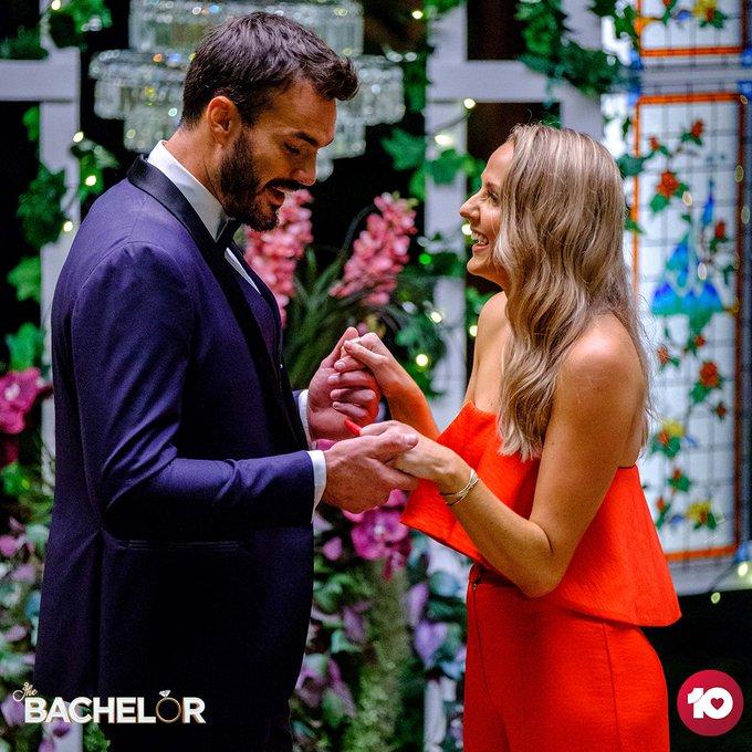 Bachelor Australia - Locky Gilbert - Season 8 - Izzy Sharman-Firth - *Sleuthing Spoilers* - Page 2 EiZS4KPUcAAnZ8g