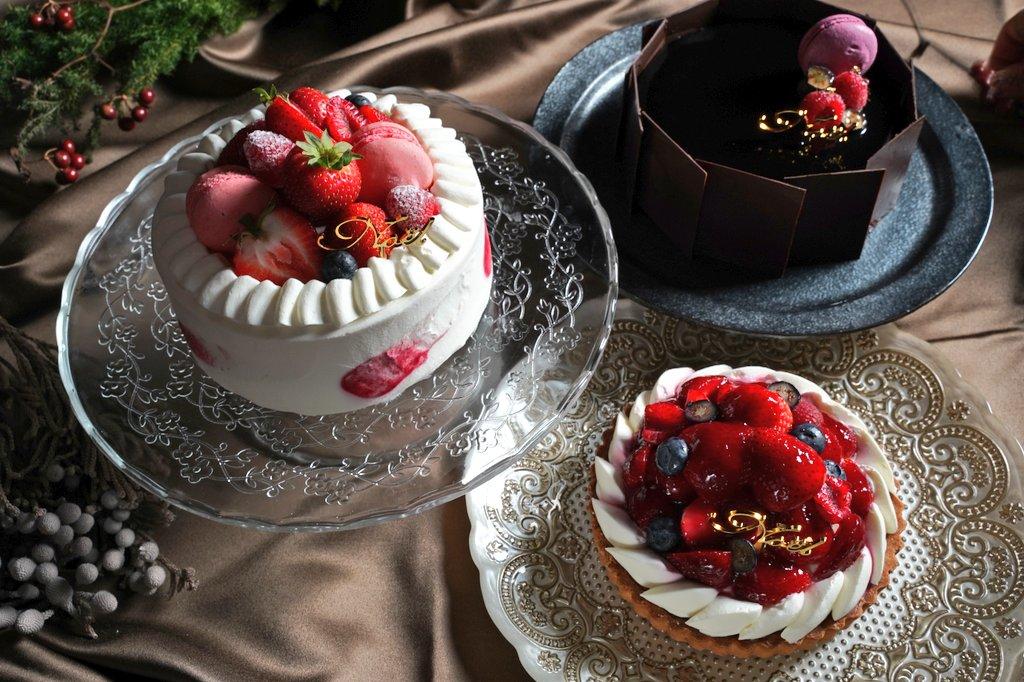 今年のフナツヤのクリスマスケーキ🎂3種類の販売です❗詳細はまた、お知らせします🎵どれも美味しいけど、、今年は苺タルト⁉️うーん、チョコも捨てがたい❗でも、毎年一番人気は苺ショートだよん😋お楽しみに😉#桑名エール飯