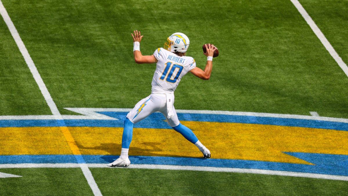 shoutout to the rook 🤝  - 311 passing yards - 18 rushing yards - 2 touchdowns https://t.co/iJ7jwQ4anz