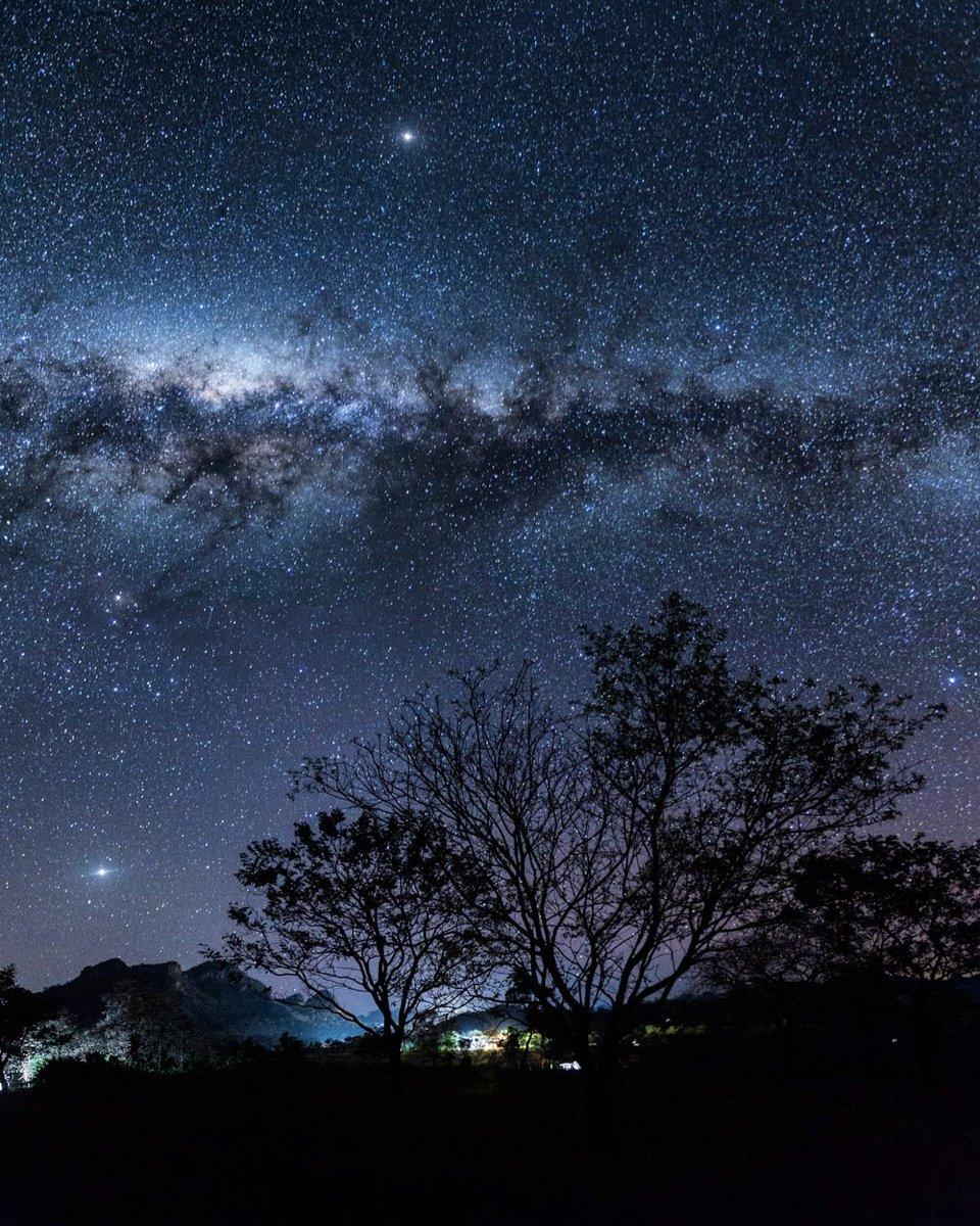 1// Desde las serranías del Amambay se escucha el canto-rezo de las abuelas y abuelos del pueblo Paî tavyterã que asciende como una espiral viva y conectada a la Tierra y el universo. ✨ https://t.co/s1Y1oDzZXI