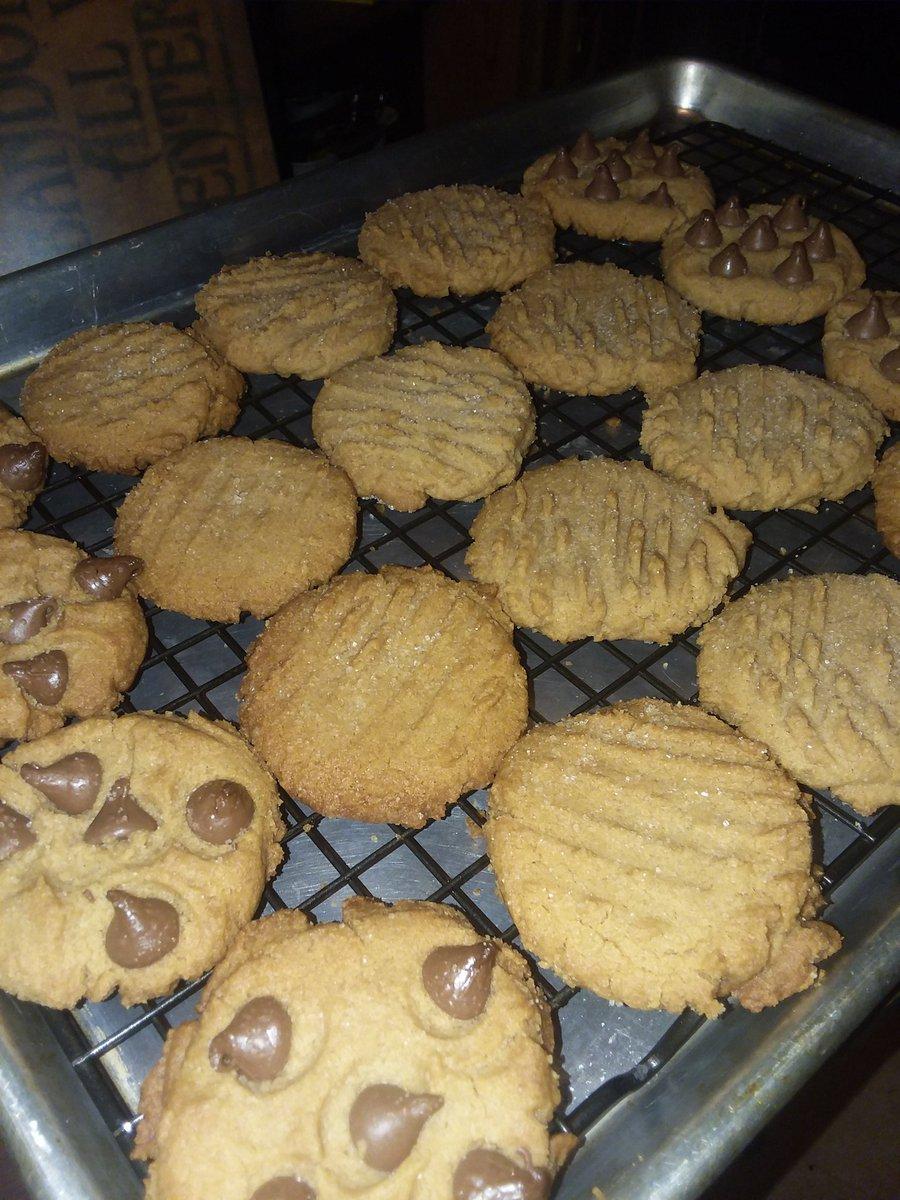 How I #munchies peanut butter cookies 😁✌💚🐿#420girl #IAmGDC #Mmemberville #imyourcook @GlobalDank https://t.co/C1oOMSLP0Y