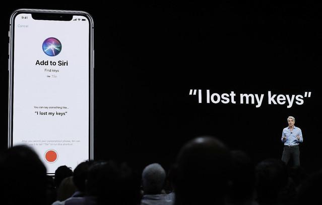 【謝罪】アップル、Siriに「テロリストはどこ?」と聞くと警察署を表示する不具合修正「今回は、Siriはユーザーが警察にテロ活動を通報したいと思っていると誤解しました」と説明した。