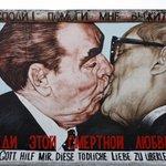 Image for the Tweet beginning: Berlin's East Side Gallery opened