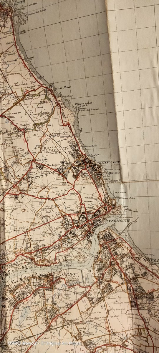 Hello #LincsArtCraftHour busy with more map painting today.  I'm doing St Mary's Lighthouse, #WhitleyBay today.  Hope to show you it later today or tomorrow https://t.co/ZhP8rhja0R