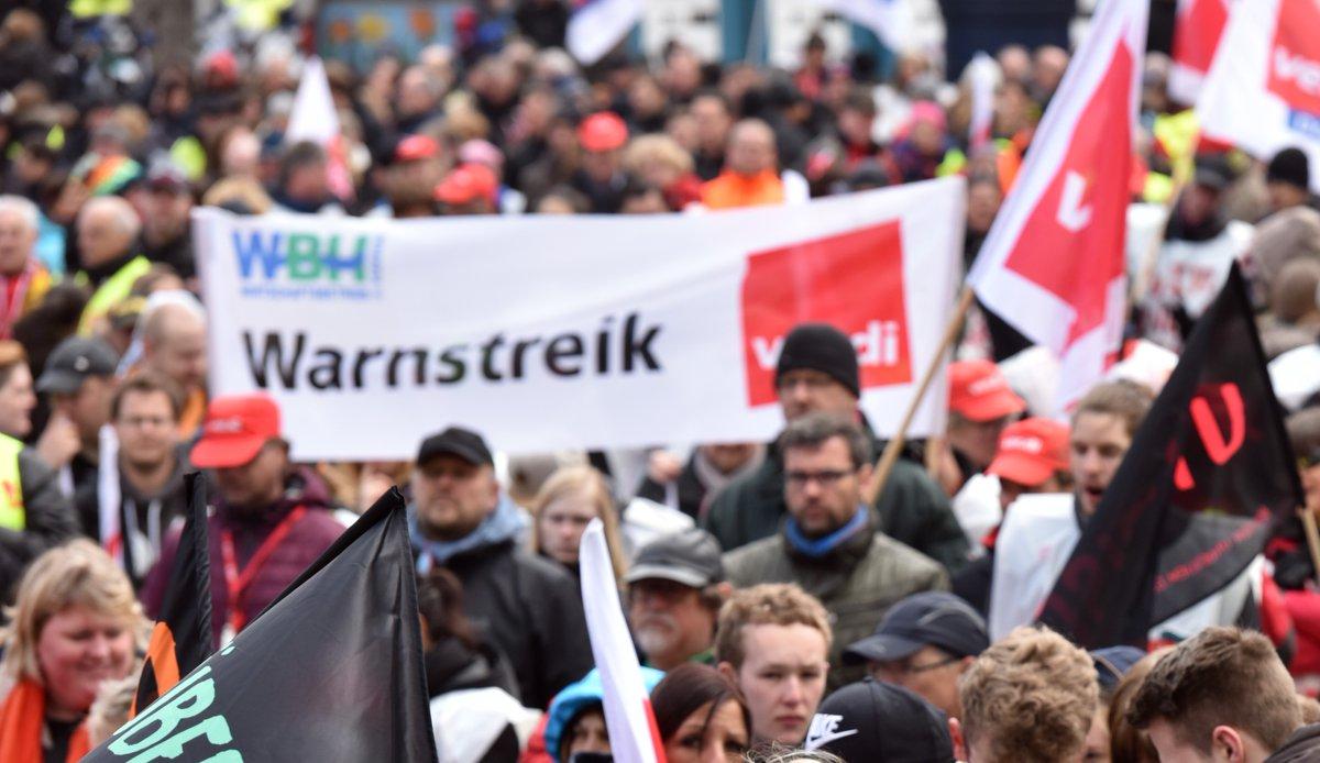 Liebe Dortmunder*innen, wenn ihr heute schon für morgen plant, denkt bitte daran, dass aufgrund des Warnstreiks am Dienstag, 29.9., in #Dortmund keine Busse und Bahnen von #DSW21 fahren.  #Verkehr #Mobilität #ÖPNV #BusundBahn #Warnstreik #Tarifverhandlungen @verdi_Westfalen https://t.co/teGHF5EMXR