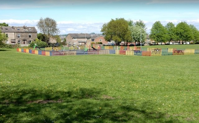 PLAYGROUNDS UPDATE - Hainsworth and Farfields, #farsley  After deep cleaning and safety measures being implemented, the playgrounds in Hainsworth Park and Farfield Rec will be open from today.   Please do follow the notices and maximum capacities advertised for the equipment. https://t.co/wfJEv4CrcG