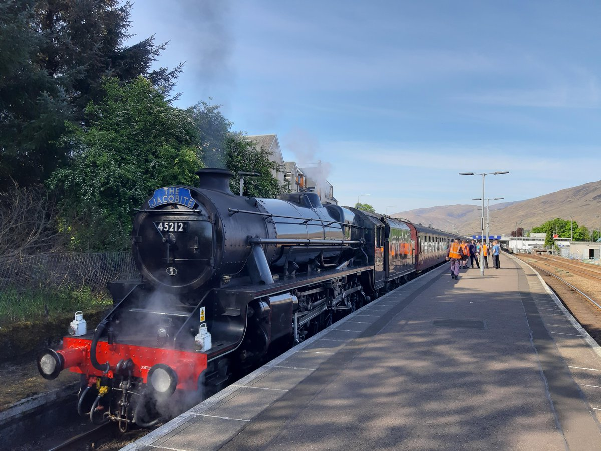 The Jacobite steam train featured in the Harry Potter film series is due to pass through Helensburgh and Lomond later today - full details, including a complete list of scheduled times, here: helensburghadvertiser.co.uk/news/18752781.…