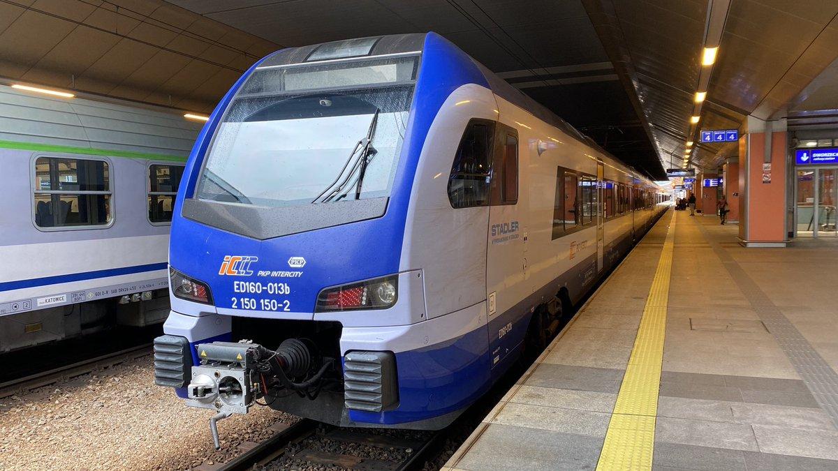 @PKPIntercityPDP IC3524,, Kolberg, the 10.42 Krakow to Olsztyn is my ride to Warsaw today....  #railway #train #railways #trains #rail #trainspotting #railroad  #railfans #travel #eisenbahn  #railfan  #trainstagram #railwaystation #zug #trenes #bahn #trenitalia #koleje #tren https://t.co/AoPjhuzAd4