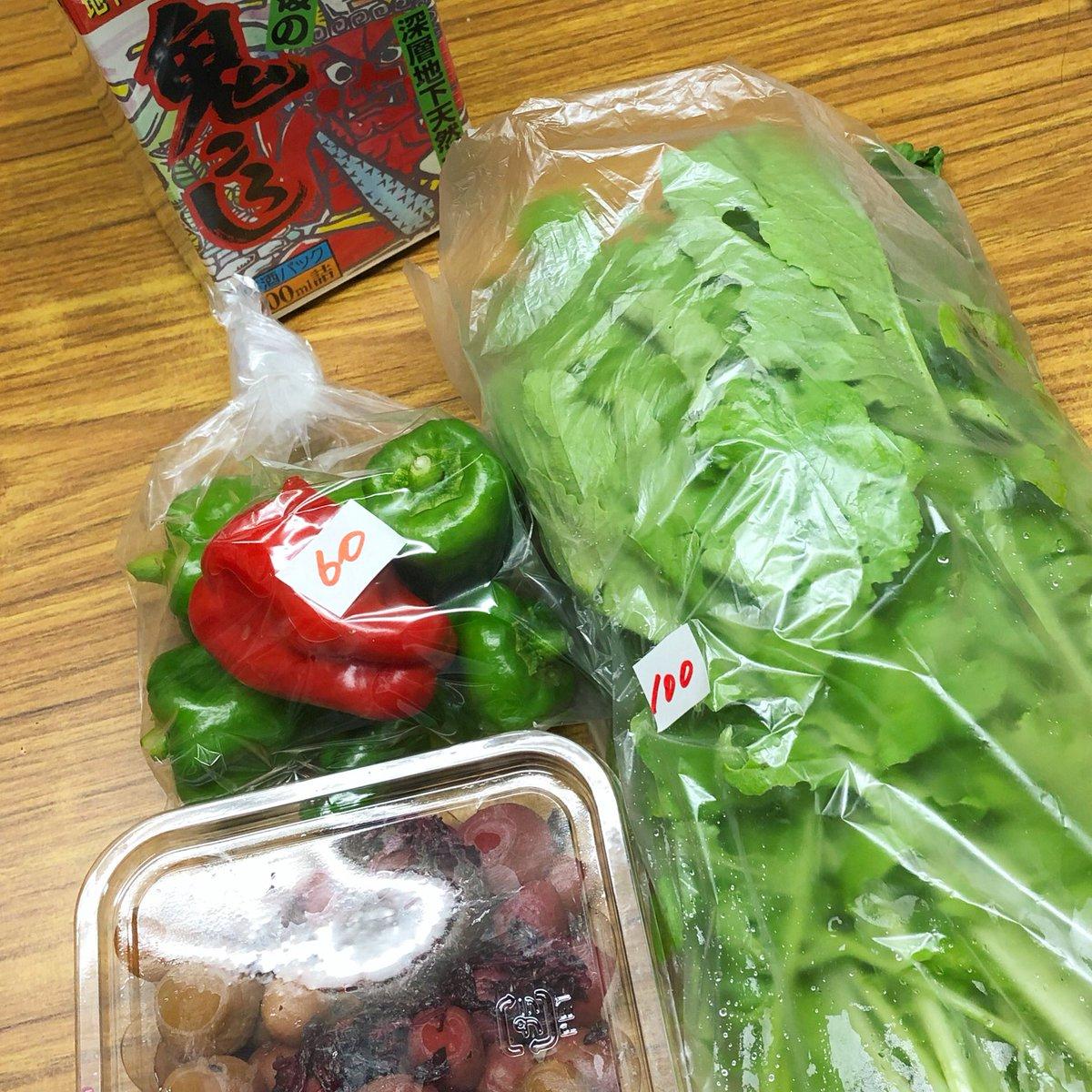 我が家のお野菜ちょい買いスポットのひとつ、本田町交差点付近の露木酒店さんではお酒、駄菓子、お野菜を売っています。今日は梅農家さんが作った #自家製 カリカリ梅もありました。 #沼津 https://t.co/Y4seVTvu5v