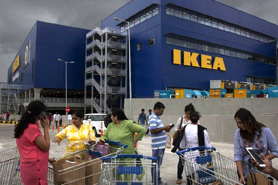 IKEA the Swedish #furniture retailer, is planning to expand its presence by combining its brick & #online models. Ingka, which handles #retail operations of IKEA across the globe, has a target of 100 mn Indian #customers by 2022. To read more, click https://t.co/o83LkQQ2rY https://t.co/EuEANrGMfq