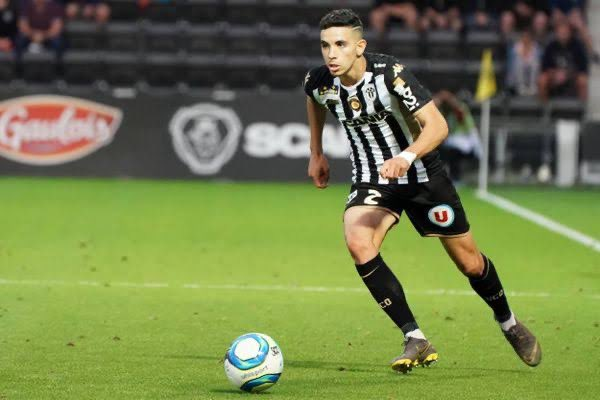 (🌜) Angers LB Rayan Aït Nouri 🇫🇷 has rejected Wolves and Bayer Leverkusen. Barça are still in the race now Atletico Madrid and Valencia have joined the race. Angers want €20m. 💷 [@le10sport] #FCB #Wolves #BayerLeverkusen #AtleticoMadrid https://t.co/5ZIdPM3XyC