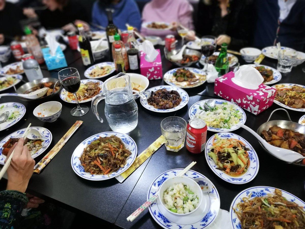 Muchos, muchos, muchos... Platos de la cocina de nuestro país ¿Cuántos queréis? #comidachinamadrid #madridrestaurants #restaurantesmadrid #madridfood #foodiesmadrid #madridfoodguide #foodinmadrid #yummi #mdrdfood #delicioso #delicious #madrid #foodgasm #comida #madrilenicious https://t.co/tY8b0Us5Qv