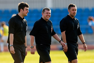 MENTAL HEALTH | The @FA are currently welcoming applications from #referees wishing to get involved in their Refereeing Mental Health Champion scheme.  For full details, including how to apply, please visit the link below.  👉 https://t.co/TTh7TrLMEN https://t.co/HSICZfHtJL