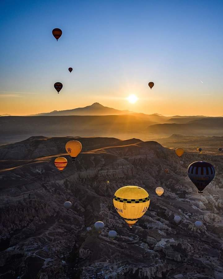 Cappadocia ; an iconic morning view in #Turkey. #photography #beautifulworld #Tourism https://t.co/rji3KMEa80