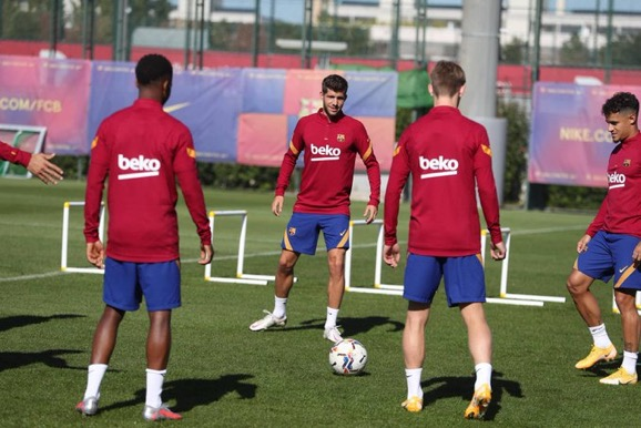 📸   From today's training session. Braithwaite joined the group for the part of session. #FCB 🔵🔴🏃♂️ https://t.co/MwynWoIR5X