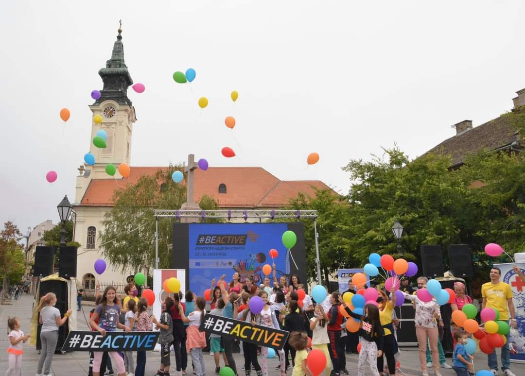 🤸♀️ Prethodnih dana, u okviru #EvropskaNedeljaSporta aktivni su bili i građani širom Srbije. Tako su u Somboru bile organizovane različite sportske aktivnosti namenjene svim uzrastima 💪 #BeActive @Grad_Sombor @omladinaisport @EUErasmusPlus @EuropeanYouthEU @EuSport https://t.co/XoPxhArX2o
