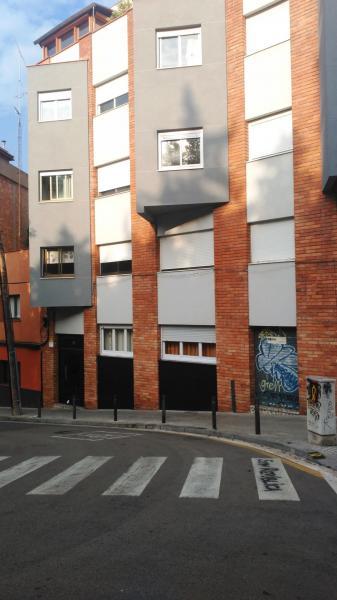 #Barcelona #Alquiler Piso de 54 m², salón exterior a calle con dos ventanales, 2 dormitorios (1 doble, 1 individual), cocina independiente, baño con plato de ducha, 1º real con ascensor.  Contacto: 93 414 52 00 comercial@feliu.es Precio: 725€ https://t.co/QwMpW9fBSE