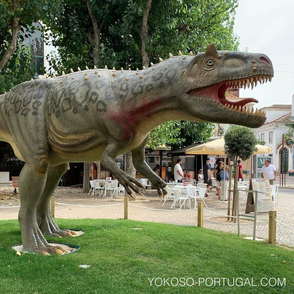 test ツイッターメディア - ポルトガルはヨーロッパ有数の化石産出国です。リスボンから車で1時間ほどのロウリーニャにある恐竜パークは子供たちに人気のスポットです。また街の中にもたくさんの恐竜がいます。 #恐竜 #ポルトガル https://t.co/gpFig7aUE4