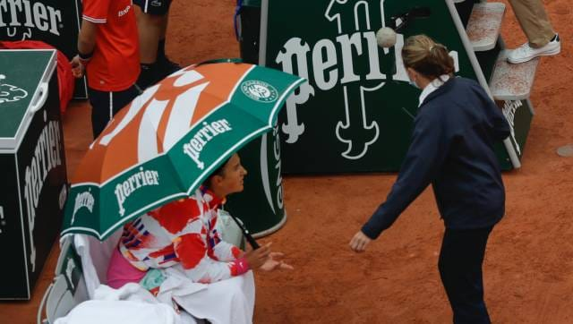 French Open 2020: Scarves, winter coats all around on Day 1 as 'ridiculous' cold sparks player revolt https://t.co/5UIat7FoZr https://t.co/YahjcUP1zv