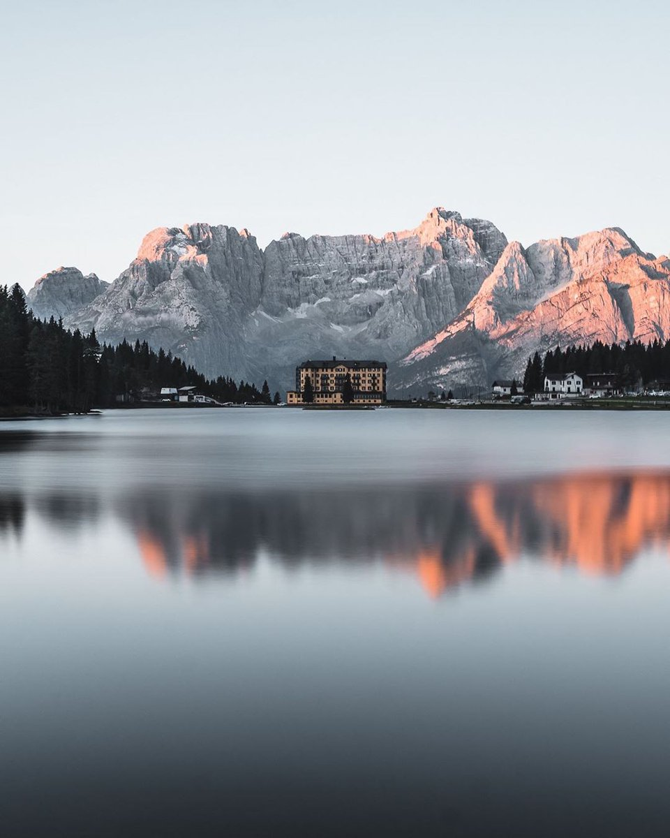 RT @dolomiti_it: This lake never stops surprising ...
