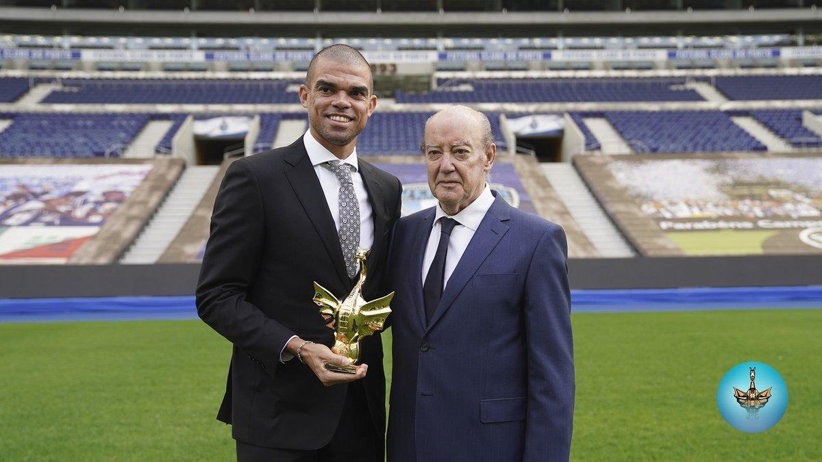 ⭐ Dragão de Ouro Atleta do Ano: Pepe 👉 149 jogos pelo FC Porto numa carreira recheada de títulos #FCPorto #DragõesdeOuro https://t.co/15nJUgrPgy
