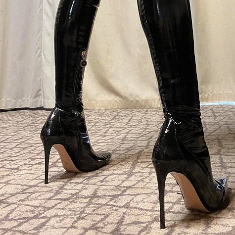 Beautiful day slaves who will please their lady today and clean my boots ??  You can find my videos and photos here: https://t.co/ovitPHWqhx https://t.co/YqMFM0PMwb  #findom_goddess #bdsm #leather #paypig #latex #slave  @Findom_Paypig_  @RTDoms  @rtfindom  @lady_dominatrix https://t.co/TGuQTUo7IA
